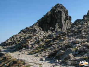 Pod szczytem Wielkiej Łomnickiej Baszty (słow. Veľká Lomnická veža) 2215 m