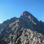 Łomnica 2441 m widziana z Łomnickiej Przełęczy