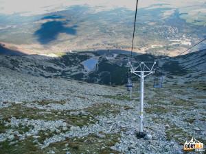 Widok z wyciągu na Łomnicką Przełęcz na Łomnicki Staw
