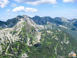 Widok z Wołowca na Hrubą Kopę 2166 m i Pachoła 2167 m, poniżej Rohackie Stawy