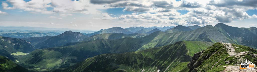 Panorama ze szczytu Wołowca (słow. Volovec 2064 m na polską część Tatr Zachodnich