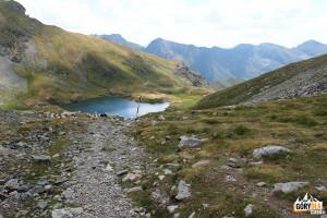 Widok z przelęczy Şaua Caprei (2315) na jezioro Caprei