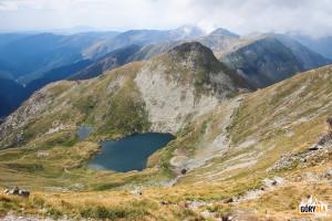 Jezioro Capra (2249 m) i przełęcz Şaua Caprei (2315 m)
