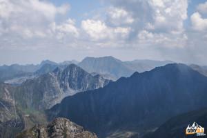 Widok ze szczytu Vânătoarea lui Buteanu na Moldoveanu (2544 m)