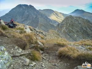Widok ze szczytu Negoiu na Vârful Lespezi (2522 m)