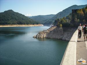 Jezioro Vidraru na rzece Ardżesz