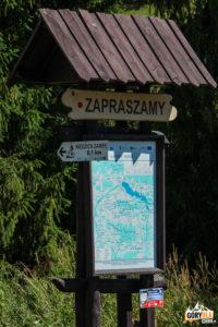 Skrzyżowanie żółtego szlaku do Falsztyna z drogą rowerową Dursztyn – Niedzica
