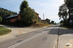 Skrzyżowanie ulic Długiej i Wiśmierskiego w Łapszach Niżnych