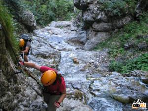 Podejście do drugiego mostu linowego ferraty Rotschitza-Klamm