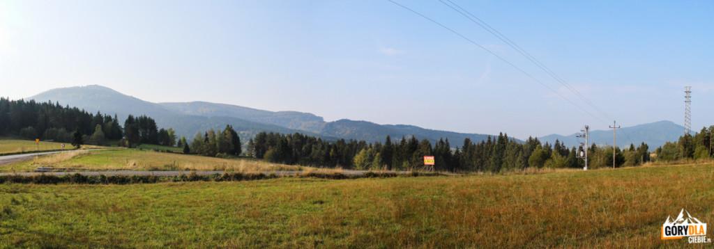 Widok na Mogielicę i Ćwilin z Przełęczy Rydza Śmigłego