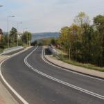 Droga nr 28 (Skomielna Biała – Mszana Dolna) w Rabce – Zaryte. Za mostem duży szutrowy plac, na którym możemy zostawić samochód