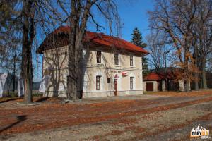 Budynek dworca kolejowego w Kasinie Wielkiej