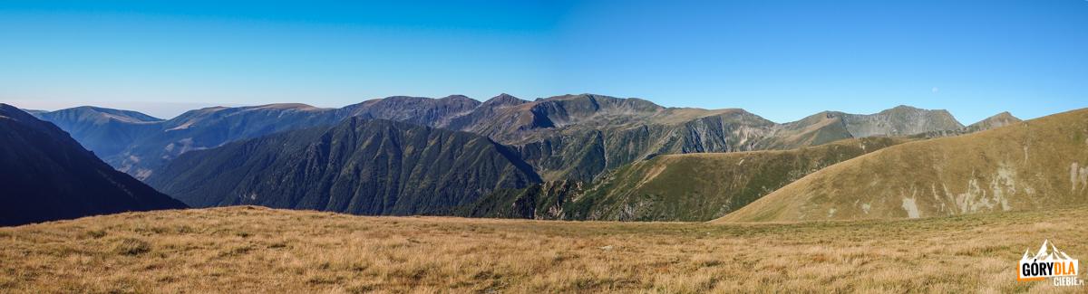 Widoki zgłównej grani Fogaraszy wrejonie przełęczy Fereastra Mare (2188 m)