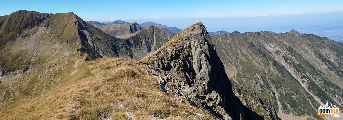 Widoki zgłównej grani Fogaraszy wrejonie Galbenele (2456 m)
