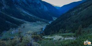 Widok na dolinę Sâmbetei