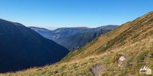Widoki z głównej grani Fogaraszy w rejonie przełęczy Fereastra Mare (2188 m)