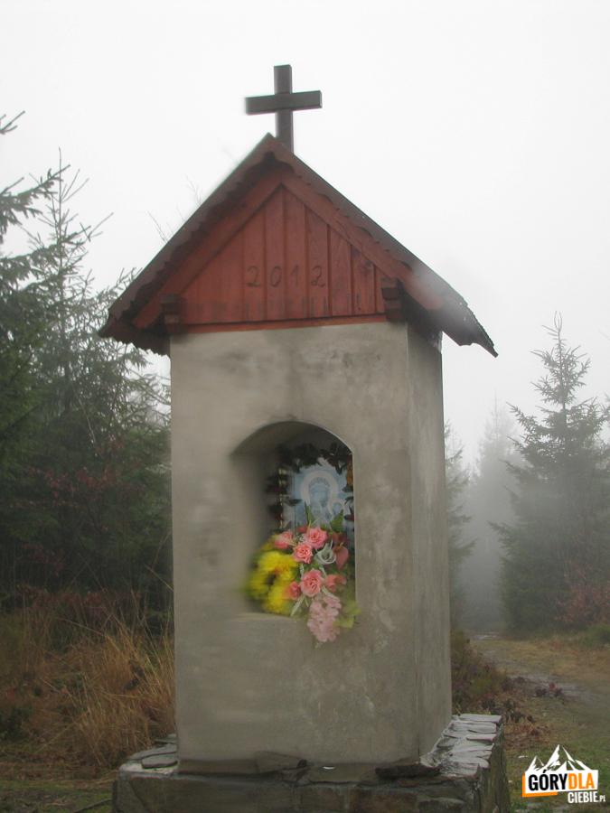 Kapliczka naszczycie Kutrzycy (1051 m)