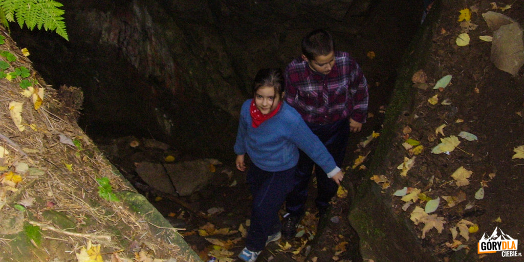 """""""Zimna Dziura"""" - jaskinia na Szczeblu"""
