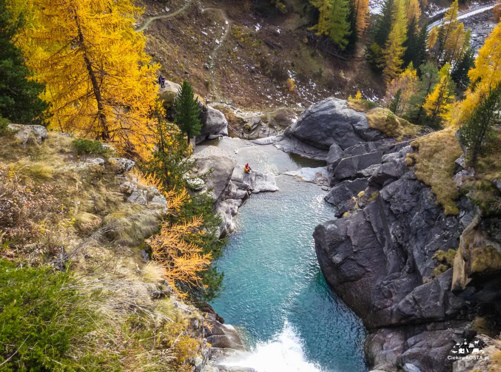 Wodospady Lillaz jesienią (Dolina Aosty)