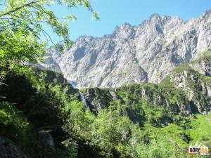 Próg Kaczej Doliny (słow. Kačacia dolina) i nad nim Rumanowy i Ganek.