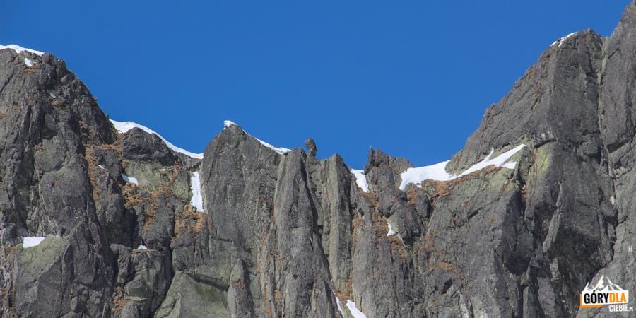 """Zmarzła Przełęcz z charakterystycznym blokiem skalnym tzw. """"Chłopkiem"""""""