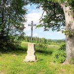 Krzyż przy drodze do Beniowej