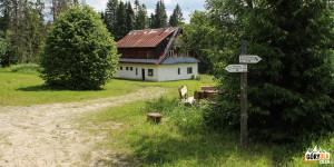 Budynek schronu BdPN nad potokiem Negrylów