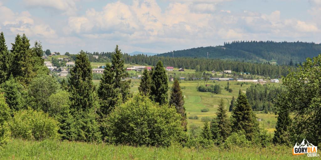 Widok naSianki zpunktu widokowego Wierszek 871 m