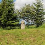 Obelisk przy drodze do Beniowej