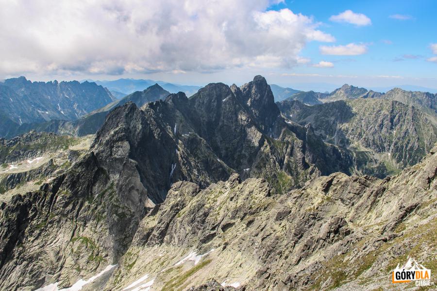 Główna grań Tatr widziana spod szczytu Rysów - na pierwszym planie grań od Żabiego Konia po Mięguszowieckie Szczyty