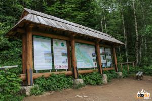 Tablice informacyjne przy niebieskim szlaku z Wołosatego na Tarnicę