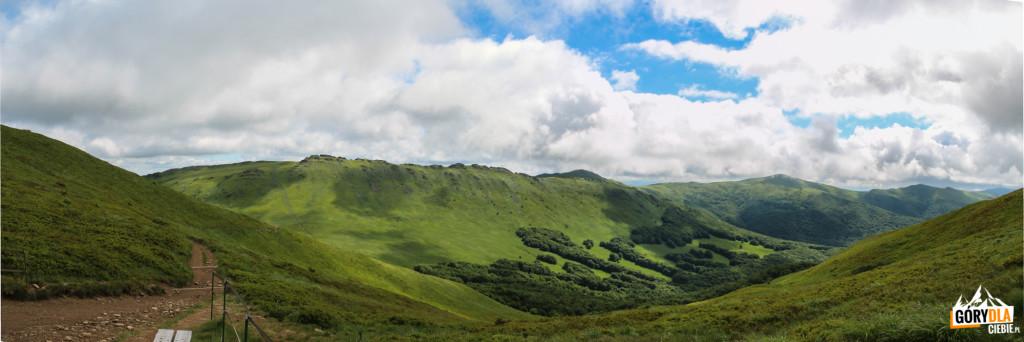 Widok zPrzełęczy 1275 m wkierunku Krzemienia (1335 m)