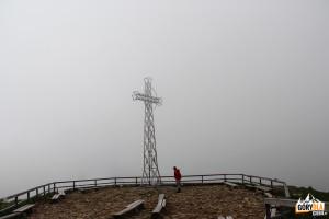 Szczyt Tarnicy w chmurach
