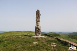 Betonowy obelisk– jest to dawne stanowisko geodezyjne