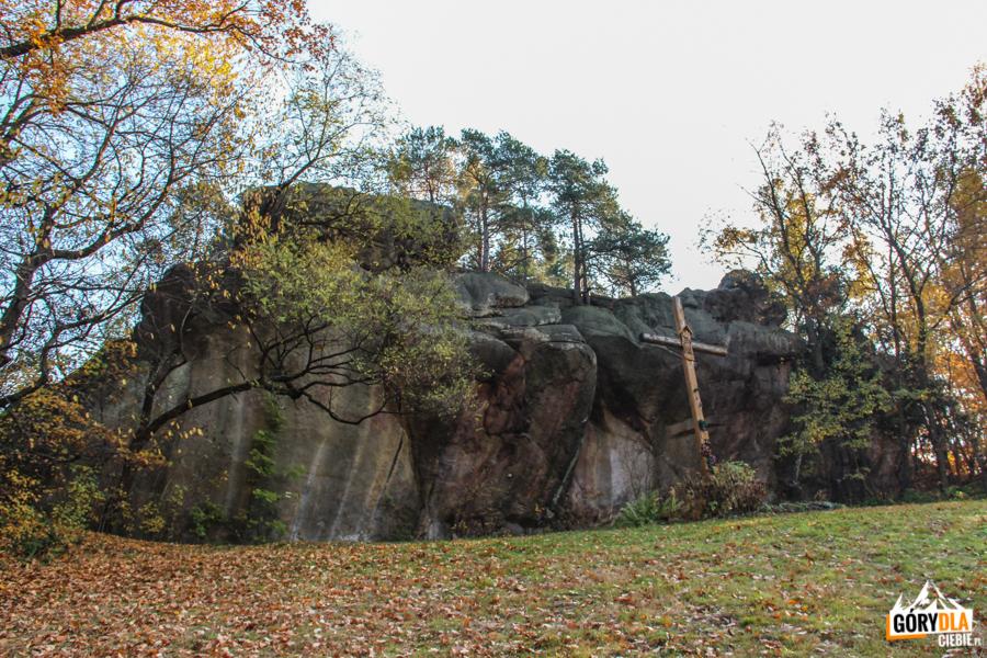 Diabelski kamień obok Pustelni Szczyrzyckiej