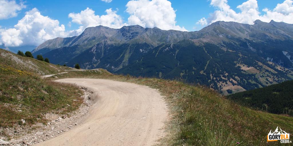 W drodze naColle dell'Assietta 2474 m