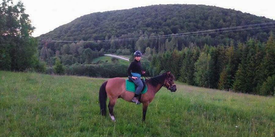 Przejażdżka konna po bieszczadzkich szlakach (fot. Fundacja Hucuły Dzieciom)