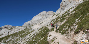Podejście trasą turystyczną do schroniska schroniska Triglavski dom na Kredarici Triglav