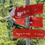 Znaki na szlaku trasy turystycznej na Triglav