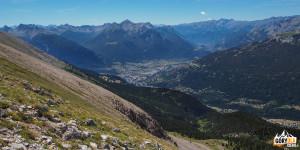 Widok na Dolinę Guisane spod szczytu Croix de la Cime (2603 m)