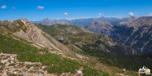 Widok na Dolinę Clarée spod szczytu Croix de la Cime (2603 m)