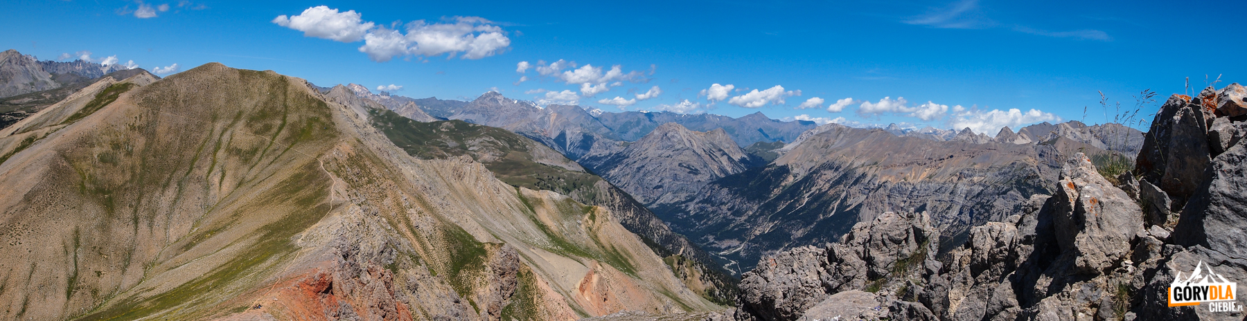 Panorama z grani pod szczytem Petite Peyrolle (2618 m)