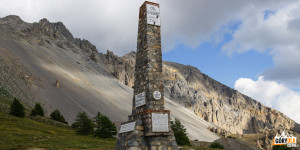 Obelisk na Przełęczy Izoard (Col d'Izoard 2361 m)