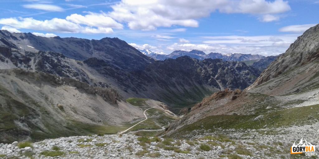 Widok na serpentyny drogi na Przełęcz Sommeiller