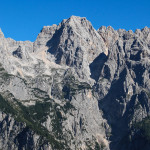 Po drugiej stronie Doliny Vrata - Dolkova špica (2591 m) i Škrlatica (2740 m)