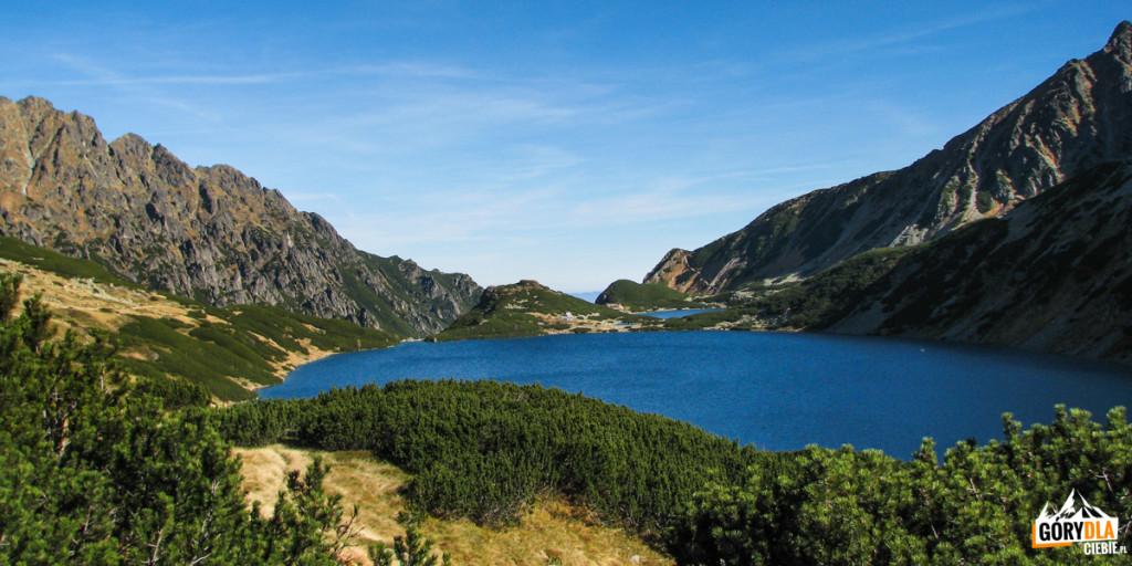 Dolina Pięciu Stawów Polskich - stawy: Wielki, Mały i Przedni, widziane z drogi na Szpiglasową Przełęcz