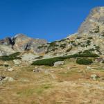 Żólty szlak do Pustej Dolinki, po prawej Kozi Wierch (2291 m)