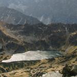 Czarny Staw w Dolinie Pięciu Stawów Polskich widziany z Koziego Wierchu (2291 m)