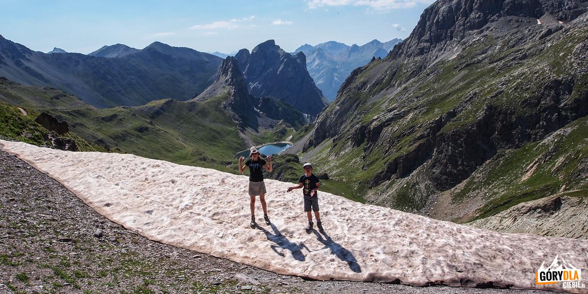 Przełęcz Ponsonnière (2613 m), w dole widoczne jezioro Ponsonnière