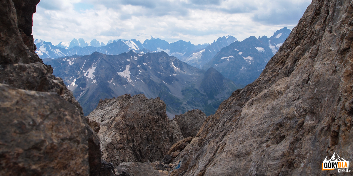 Widok z przełęczy pomiędzy wierzchołkami Grand Galibier - 3120 m